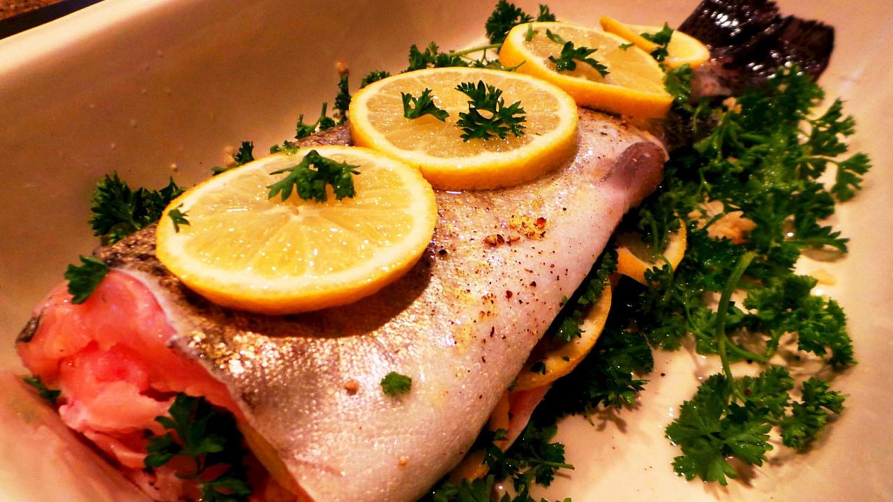 Как приготовить рыбу голец в духовке в фольге с лимоном